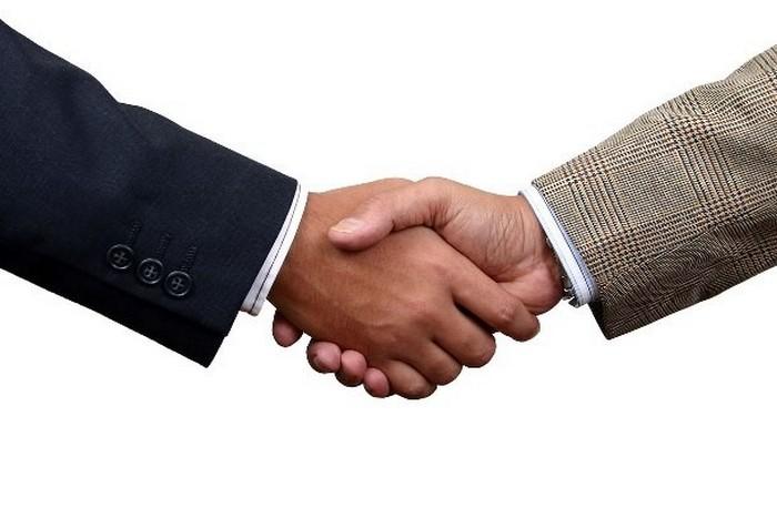 Как правильно пожимать руку.