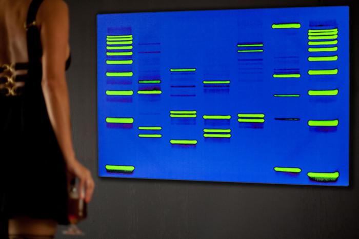 Картины из ДНК.