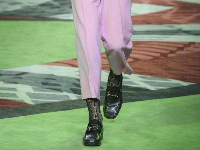 Шаг к «искоренению» мужских ботинок.