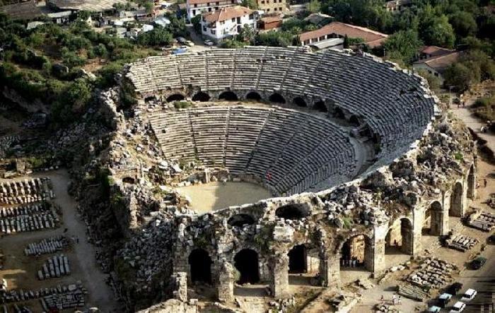 Театр в Сиде (Турция).