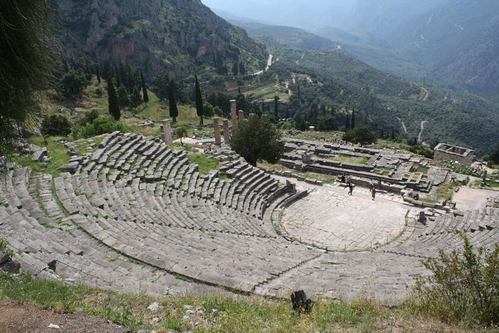 Театр в Дельфах (Греция).