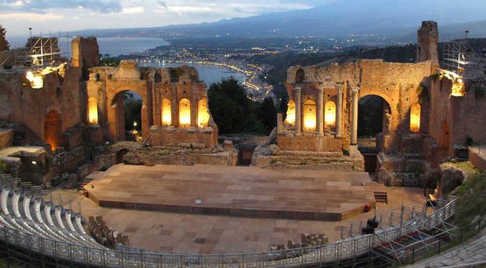 Греческий театр в Таормине (Сицилия).