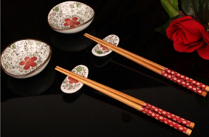 Сервировка стола в ресторане китайской кухни. | Фото: www.aliexpress.com