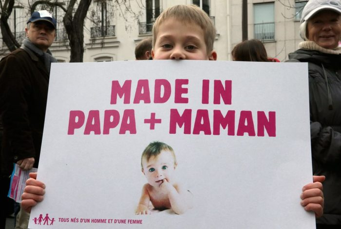 А детям так хочется папу и маму.
