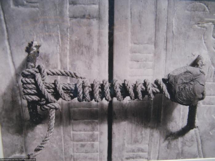 Печать на двери гробницы Тутанхамона.