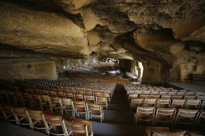 Коптская церковь в пещере.