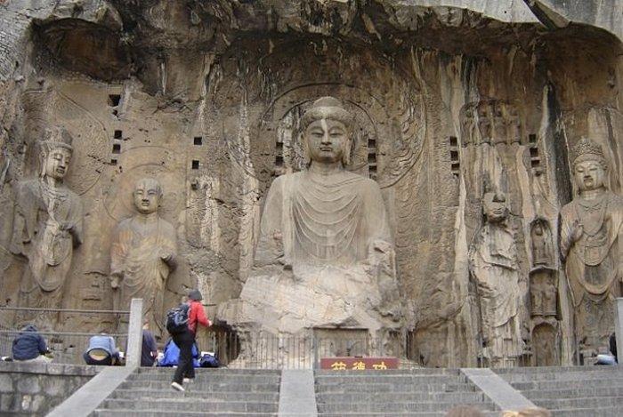 Гроты Лунмэнь в горе Сяньшань.