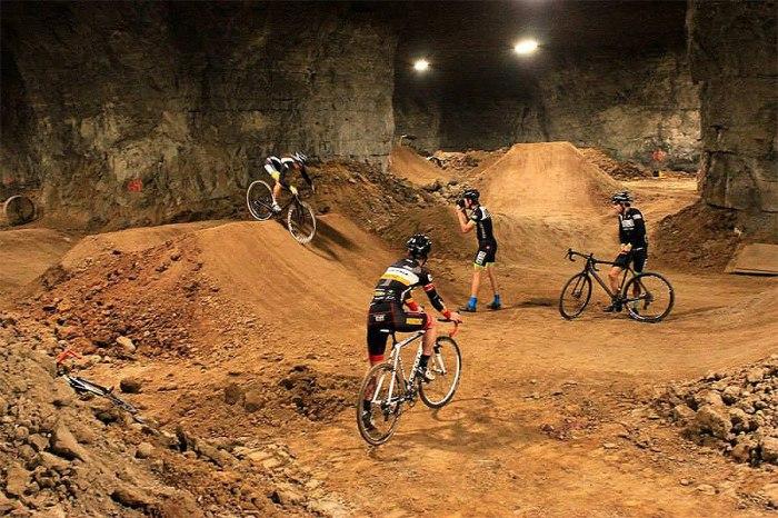 Пещера Bike Park в Луисвилле.