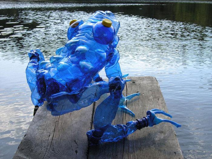 Голубая лягушка.