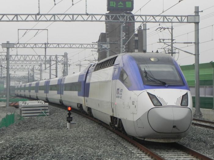 KTX-Sancheon: максимум скорости 350 км/ч.