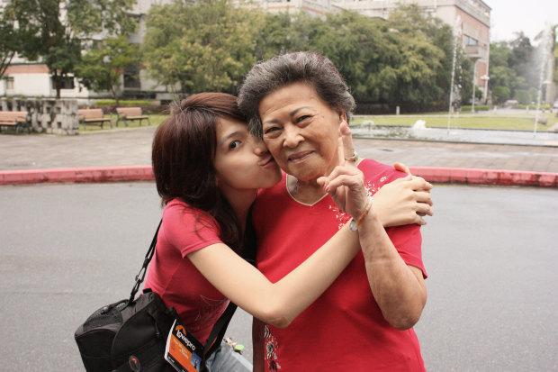Ша Яо И её бабушка.