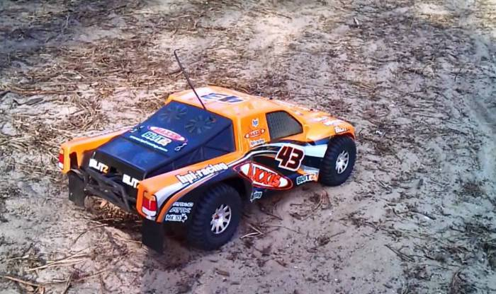 Модель автомобиля BLITZ FLUX BRUSHLESS 2WD.