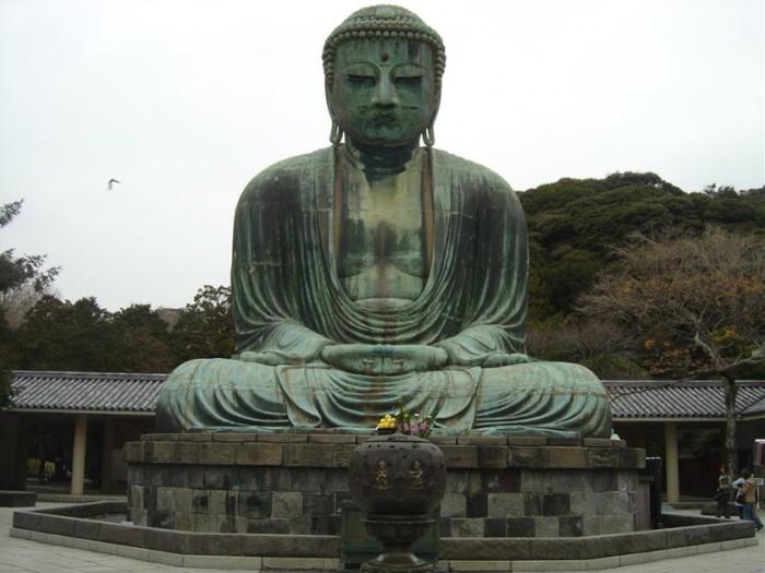 Статуя Будды в Японии.