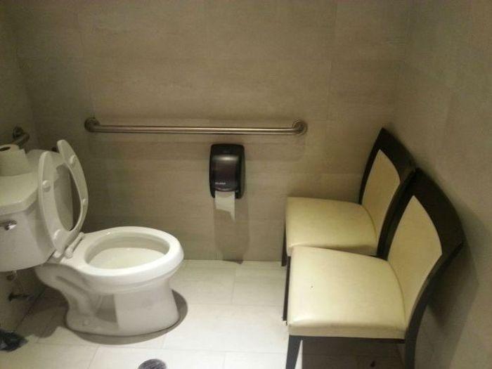 Очень странный туалет.