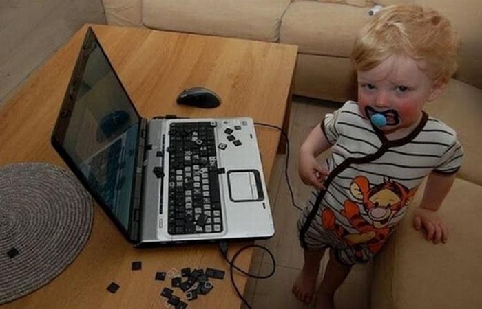 Кибербезопасность: не оставлять устройства без присмотра.