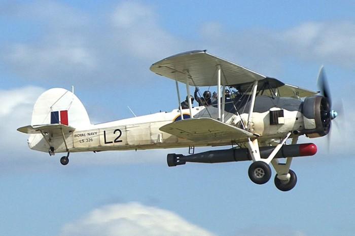 Биплан-торпедоносец Fairey Swordfish.