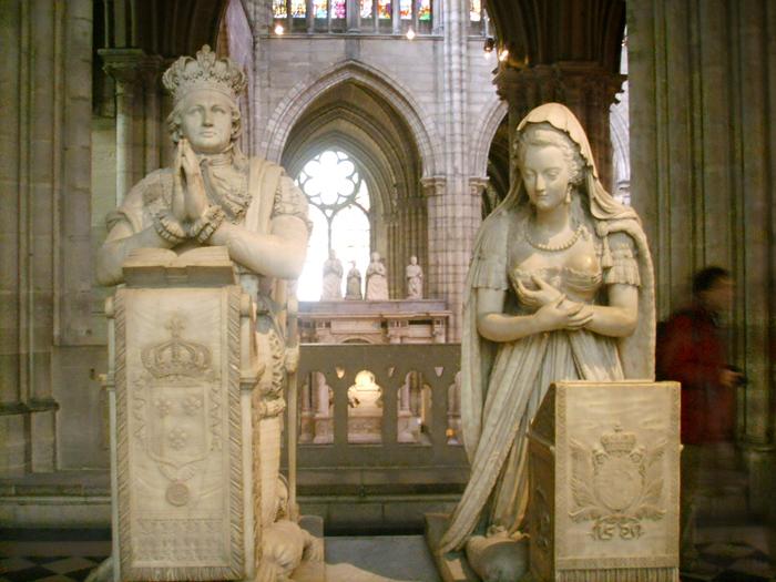 Гробницы в базилике Сен-Дени.