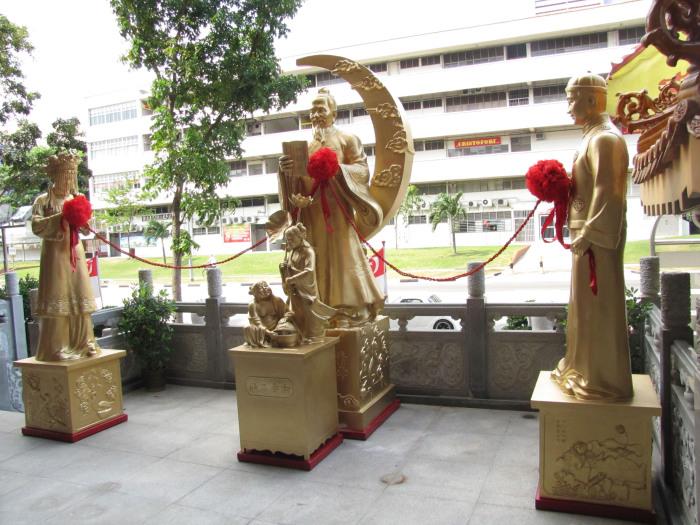Юэ Лао с красной нитью любви.