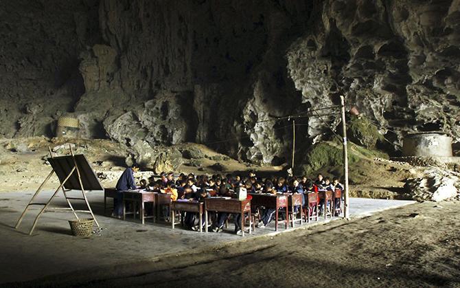 Пещерная школа Dongzhong Mid в Китае.