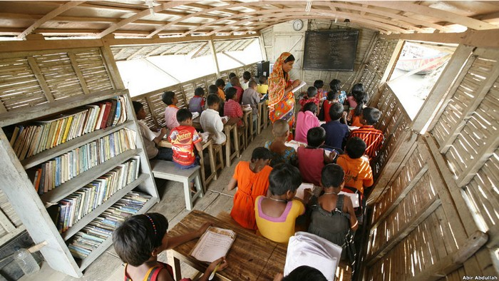 Учебный класс в школе-лодке.