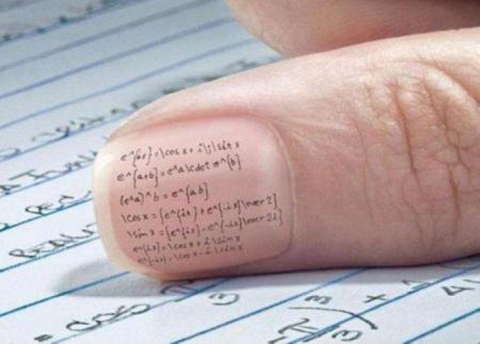 Формулы на ногтях.