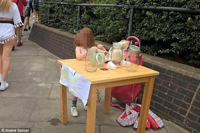 5-летнего ребенка оштрафовали за продажу лимонада.