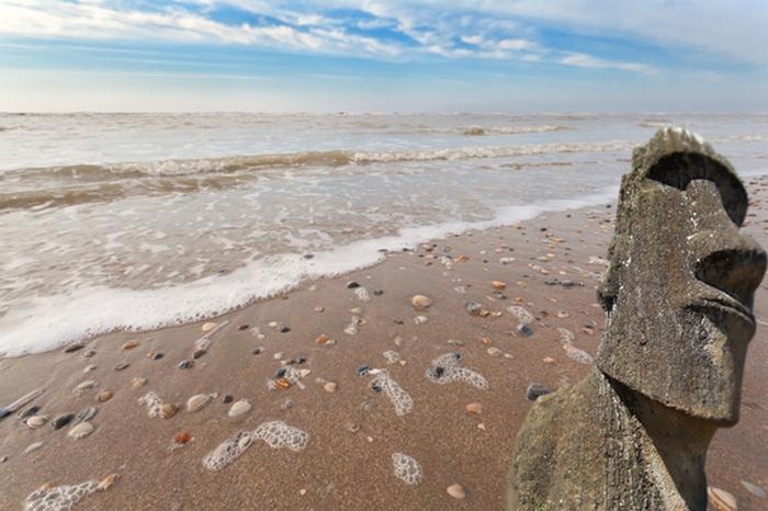 Статую с острова Пасхи прибило к берегу в Нидерландах