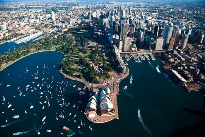 Сидней - Самый большой город Океании.