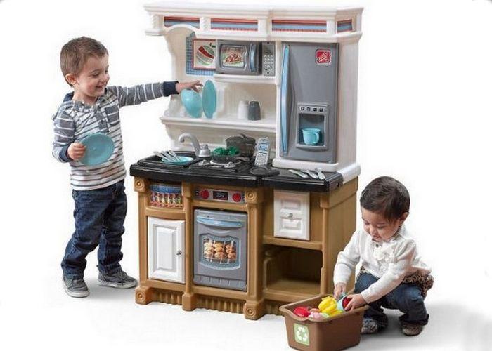 Простой набор: игрушечная кухня.
