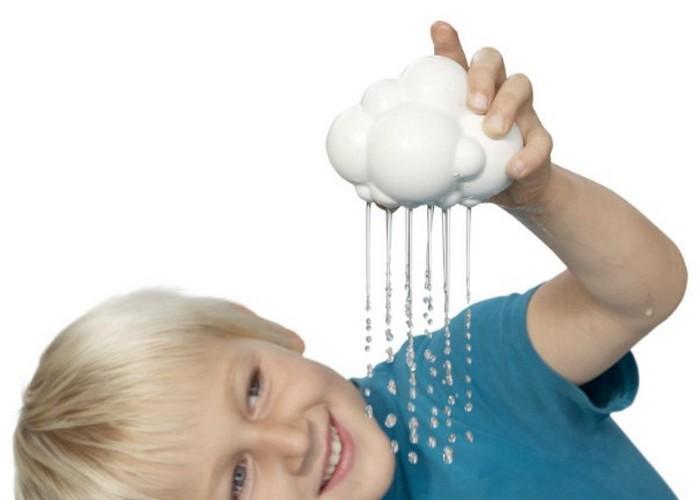 Простая игрушка: губка-облачко для ванной.