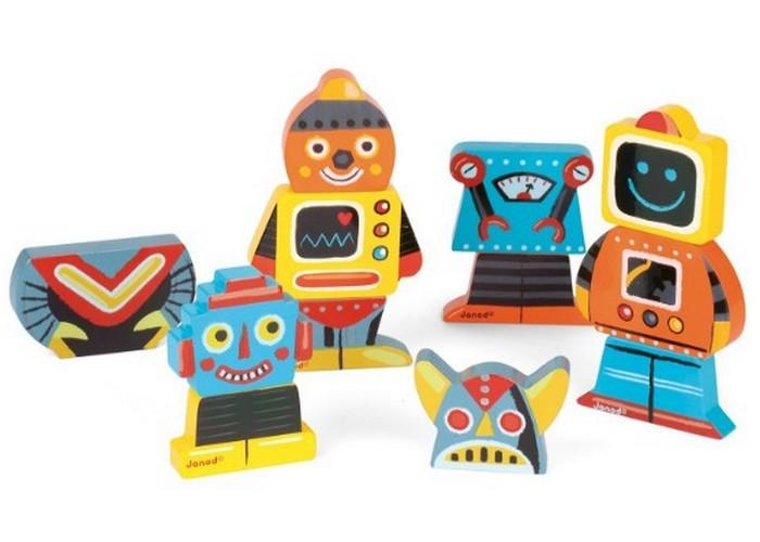 Простой набор: роботы-магниты на холодильник.