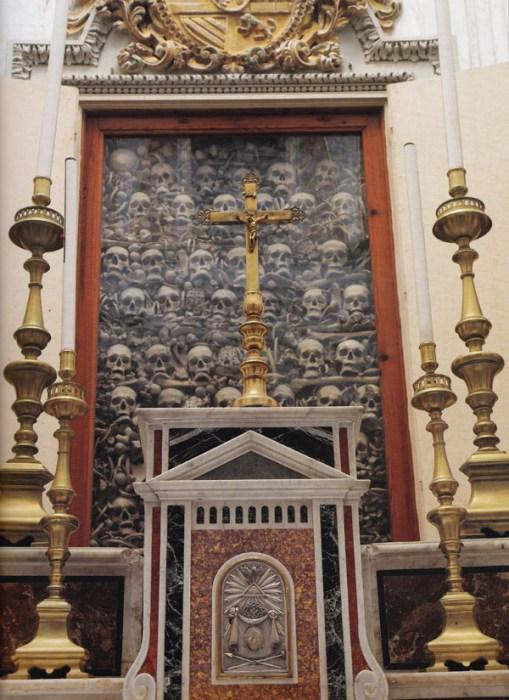 Останки жертв резни 1480 года.