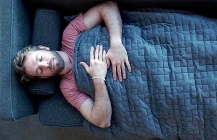 Терапевтическое одеяло Gravity Blanket.
