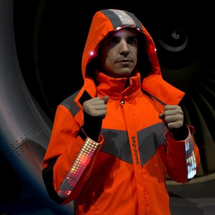 «Умная» униформа с LED-подсветкой.