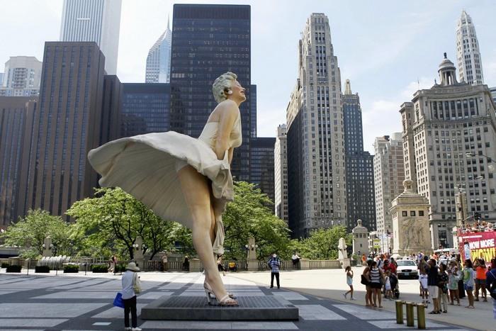 Статуя Мэрилин Монро.