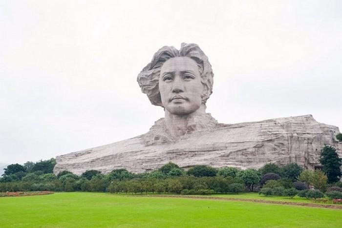 Статуя Мао Цзэдуна.