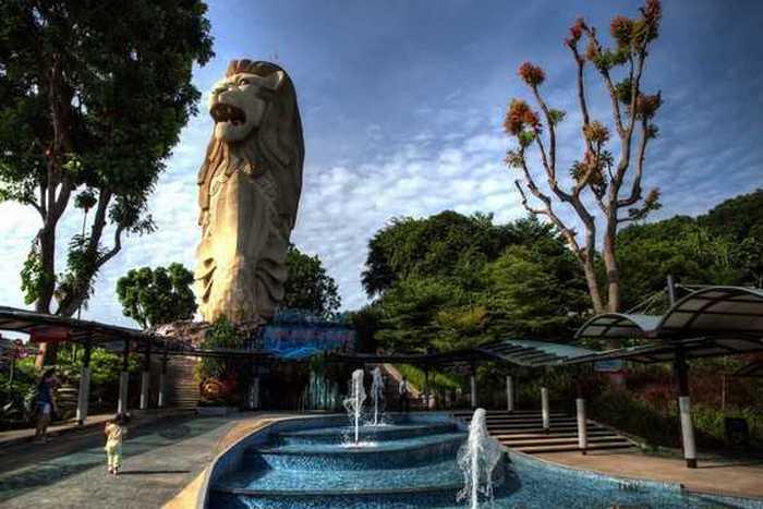 Статуя Мерлиона (городского льва).