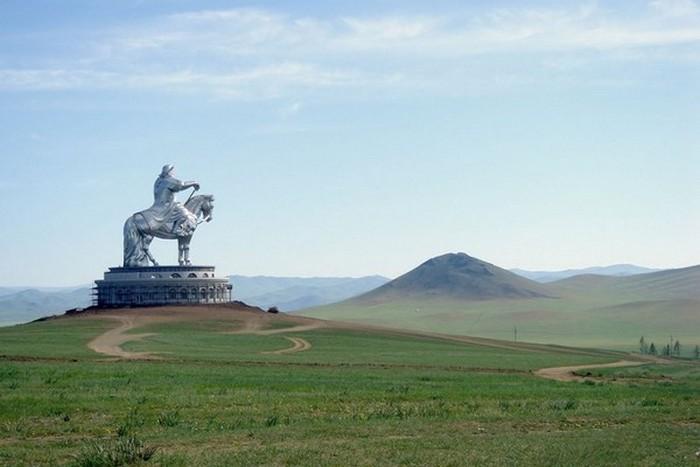 Конная статуя Чингисхана.
