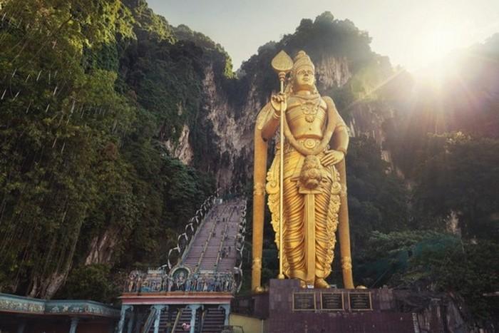 Статуя бога Муругана.