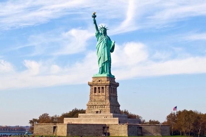 Монумент «Статуя Свободы».