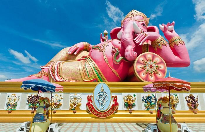 Розовый Ганеша в храме Ват Санам Ратанарам, Таиланд.