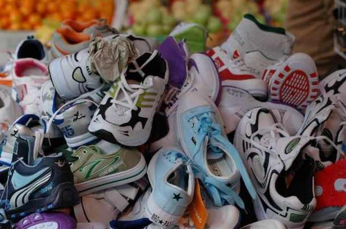 Двадцать две пары обуви.