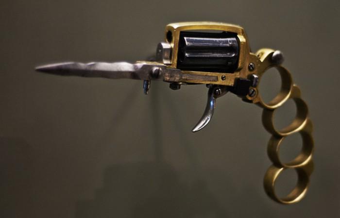 Пистолет-кастет.