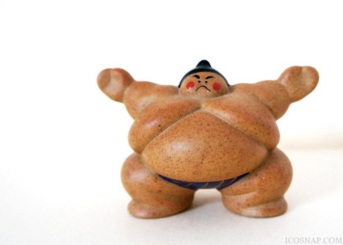 Статуэтка сумоиста.