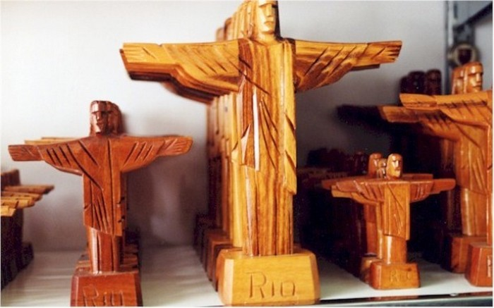 Статуэтка Христа.