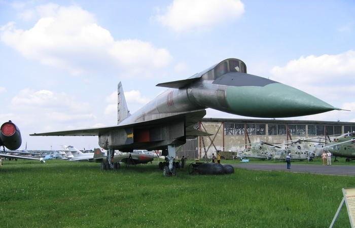Советский самолёт Сухой Т-4.