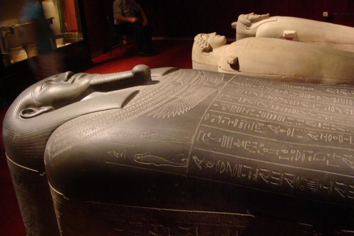 Самые таинственные древние саркофаги.