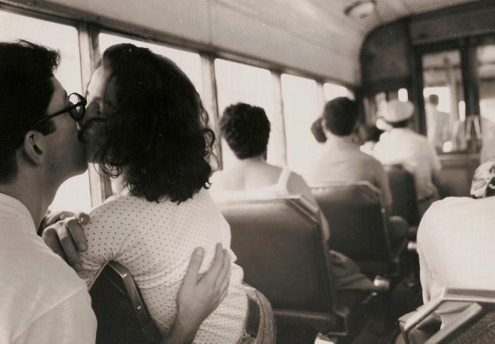 Не целоваться в транспорте.