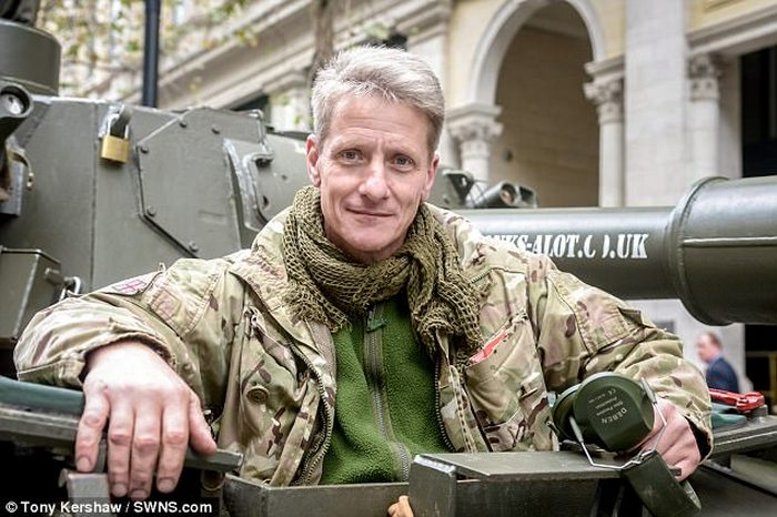 Ник Мид - счастливый обладатель танка.