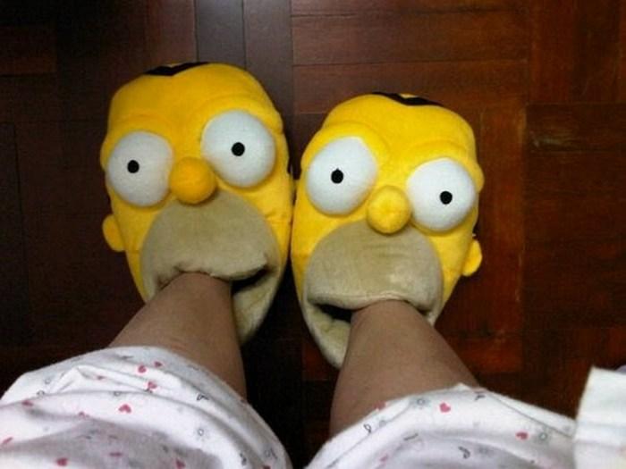 Тапки-Симпсоны.